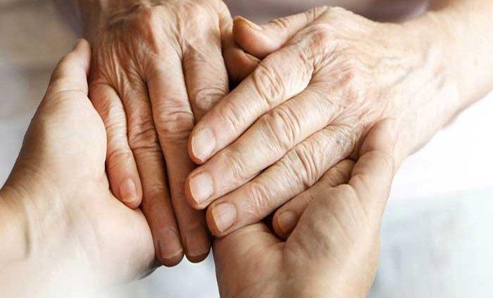 چگونه از سالمند مبتلا به آرتروز نگهداری کنیم ؟