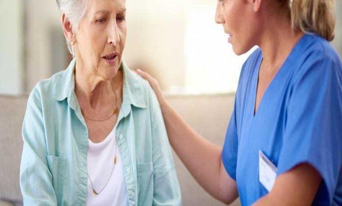 نقش پرستار سالمند در مراقبت از سالمند مبتلا به آلزایمر